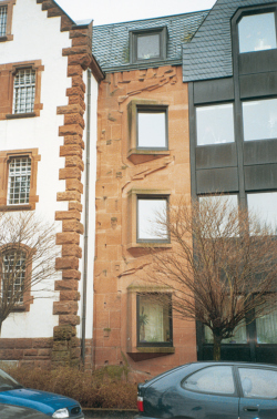 Saarlouis, Fontaine, Fassadengestaltung