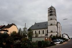 """Eppelborn-Bubach-Calmesweiler, Pfarrkirche St. Laurentius, die """"Kinderkirche"""""""