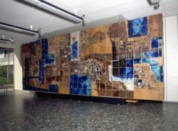 Brigitte Schuller, Wandgestaltung, 1964, Keramik, 2,50 x 7,00 x 0,20 m. Foto: Martin Luckert